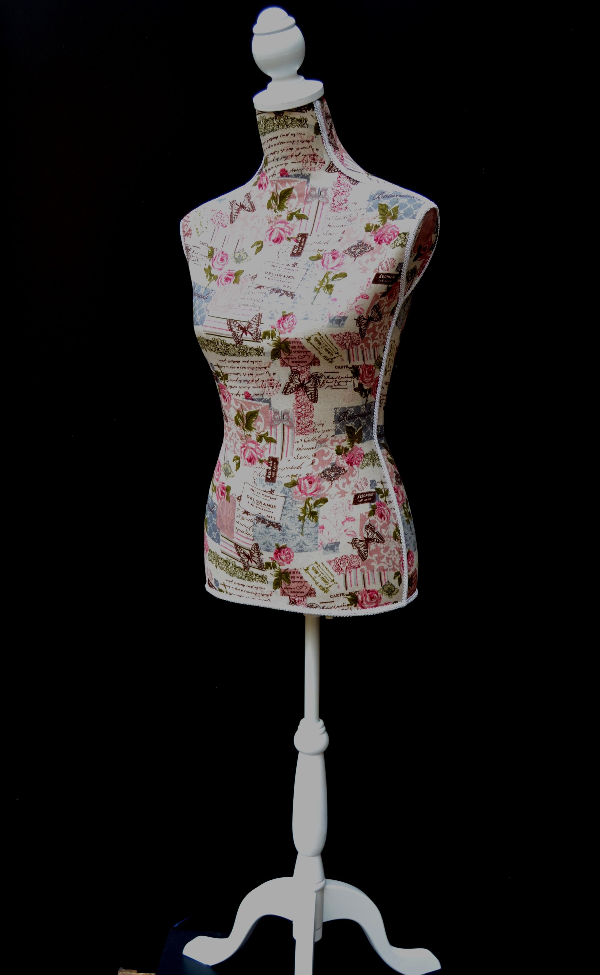 Buste Sur Pied Decoratif mannequin-buste-femme-tissu-fleurs